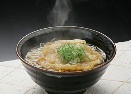 姫路駅名物「えきそば」調理販売です。「おいしい!」と目の前でお客様に喜んでいただける楽しいお仕事。